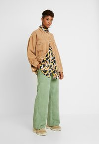 Monki - CATCHING PRINTED BLOUSE - Button-down blouse - multi coloured - 1