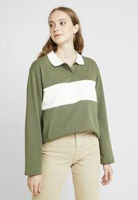 Monki - COMMON - Bluzka - green/white stripe - 0