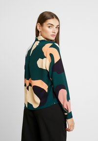 Monki - ISOLDE BLOUSE - Blouse - green - 2