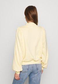 Monki - Sweatshirt - yellow light - 2
