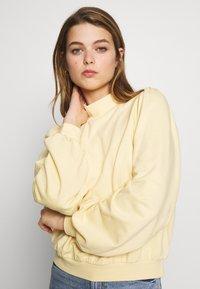 Monki - Sweatshirt - yellow light - 3