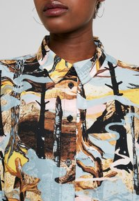 Monki - CAMILLE BLOUSE - Overhemdblouse - turquoise forest - 5