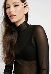 Monki - JAVA - Maglietta a manica lunga - chain black - 3