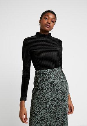PIRA - Maglietta a manica lunga - black