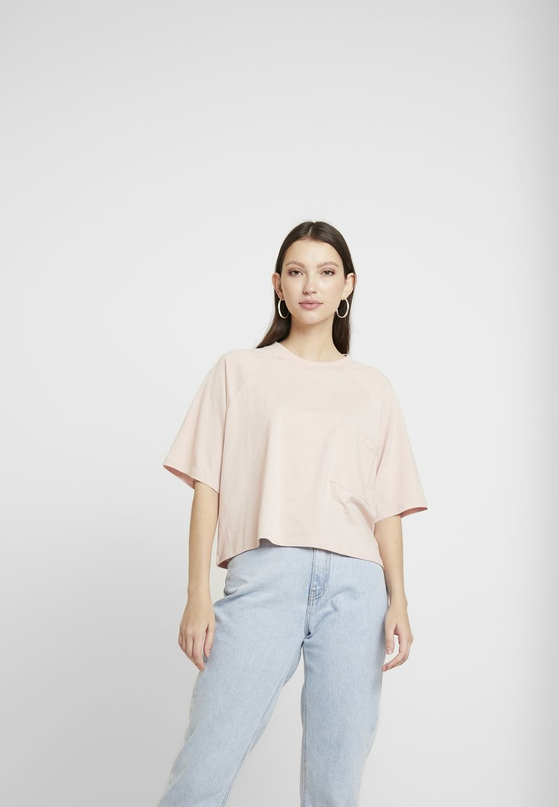 Monki - Fura 2 PACK - T-shirts - khaki/pink