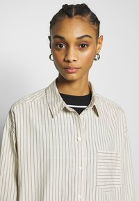 Monki - MEJA  - Skjorte - white dusty light - 3