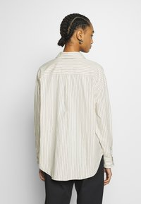Monki - MEJA  - Skjorte - white dusty light - 2