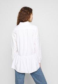 Monki - OFELIA BLOUSE - Bluser - white light solid - 2