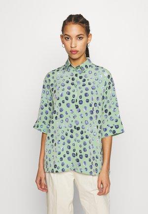 TAMRA BLOUSE - Button-down blouse - green/mintblue
