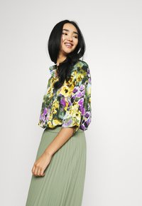 Monki - TAMRA BLOUSE - Button-down blouse - yellow - 0