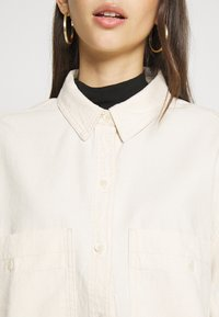 Monki - ALLISON - Skjorte - white light unique - 5