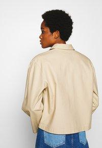 Monki - MADDIE JACKET - Lett jakke - beige - 2