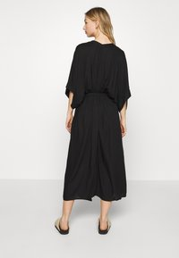 Monki - CARRO KAFTAN - Robe chemise - black dark - 2