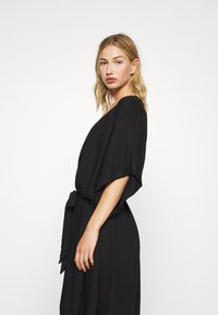 Monki - CARRO KAFTAN - Robe chemise - black dark - 4