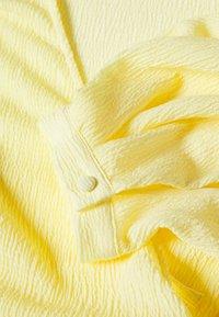 Monki - OLIVIA BLOUSE - Bluser - yellow light - 2