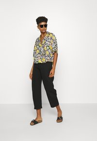 Monki - TANNY BLOUSE - Button-down blouse - windoflower - 1