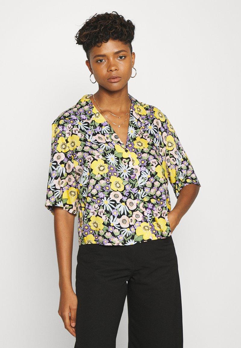 Monki - TANNY BLOUSE - Button-down blouse - windoflower