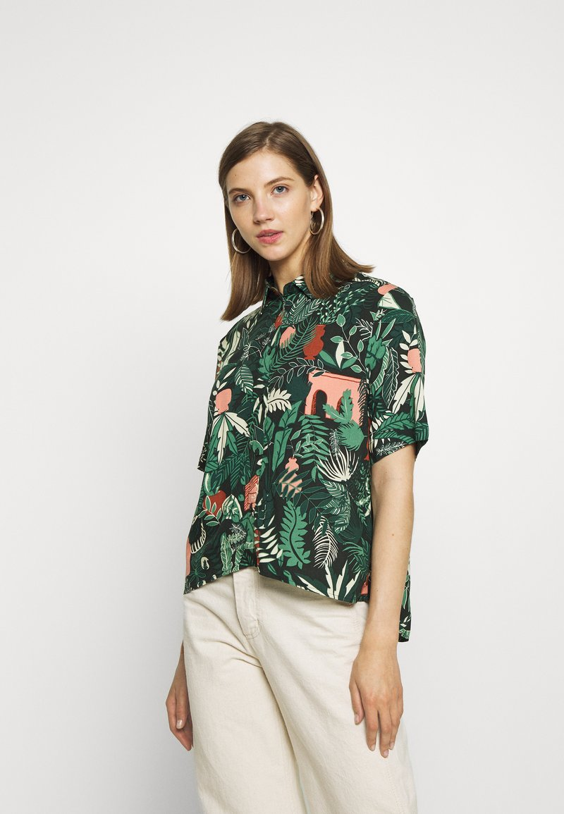 Monki - BITTY BLOUSE - Skjorte - green shapyleves