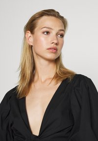 Monki - SOLA BLOUSE - Blouse - black dark unqiue - 3