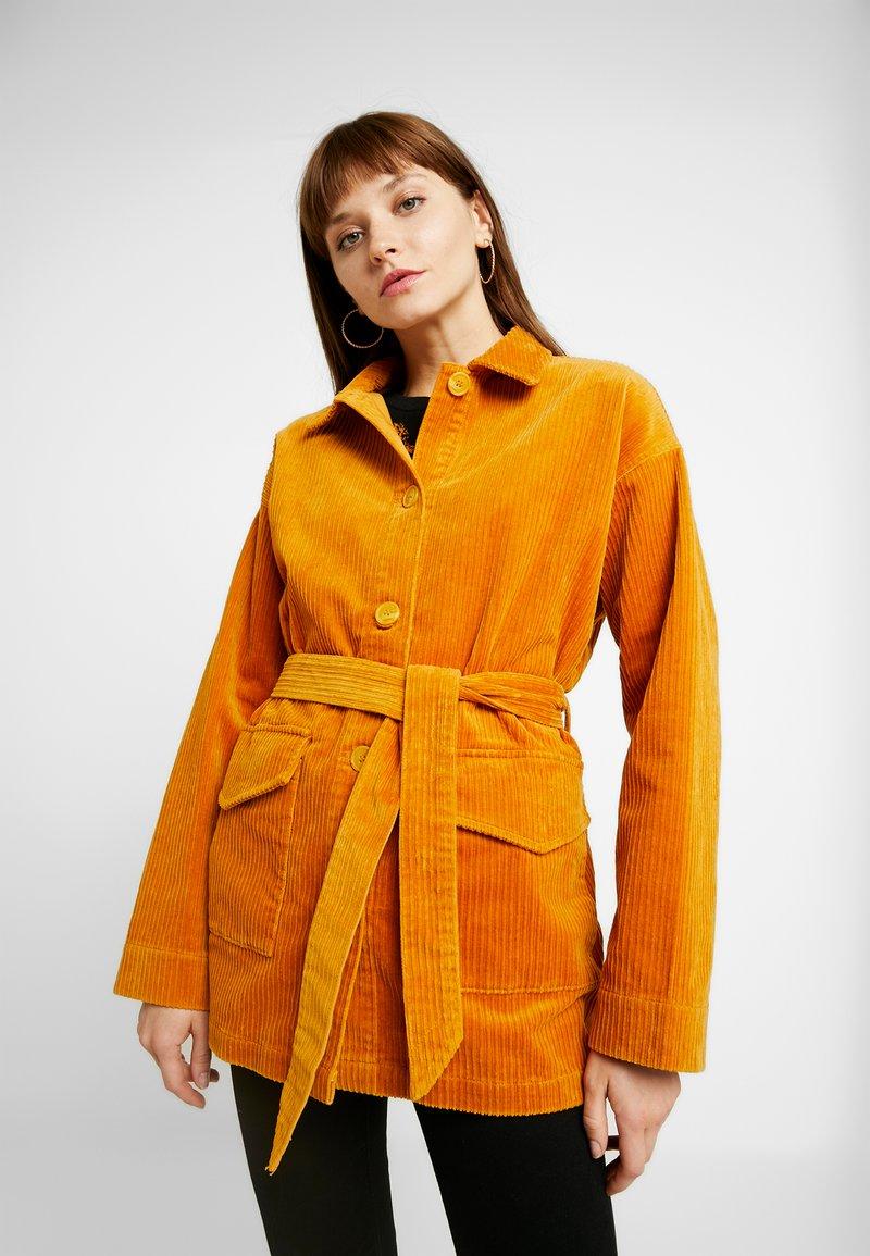 Monki - MARNIE - Short coat - mustard