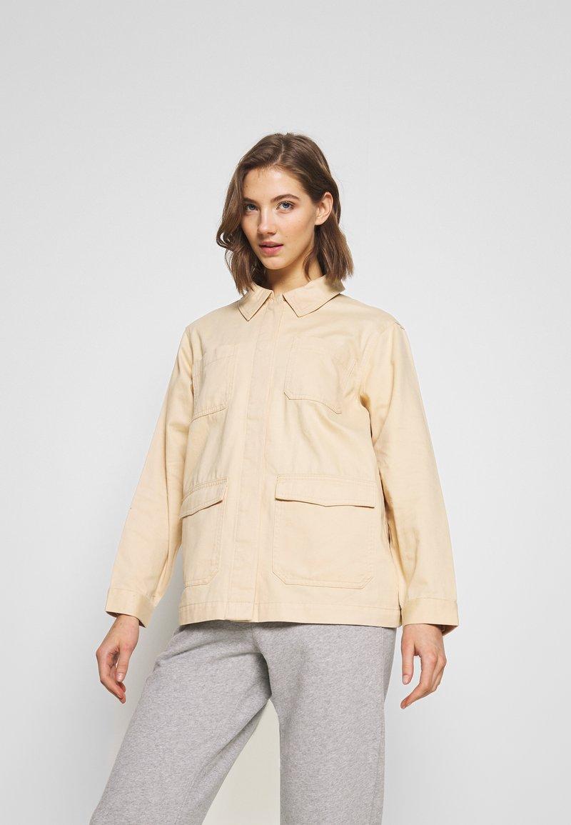 Monki - HANNA JACKET - Lett jakke - light beige