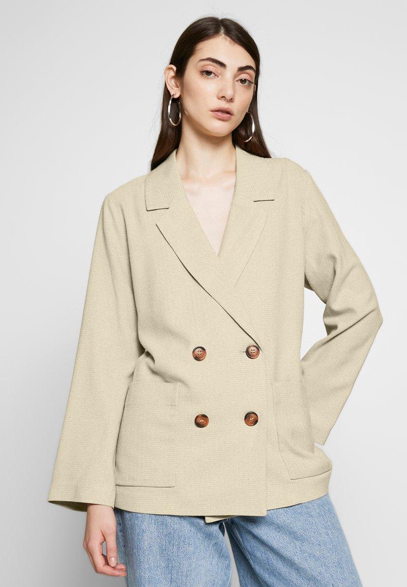 Monki - TWIGGY - Pitkä takki - beige