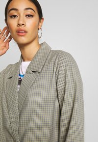 Monki - TWIGGY - Blazer - beige medium dusty - 3