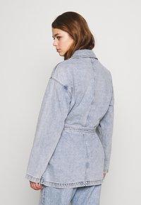 Monki - MAE JACKET - Giacca di jeans - blue medium/light blue - 2