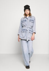 Monki - MAE JACKET - Giacca di jeans - blue medium/light blue - 1