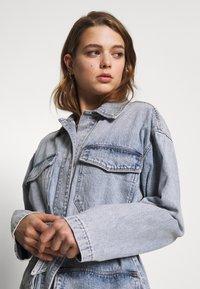 Monki - MAE JACKET - Giacca di jeans - blue medium/light blue - 3