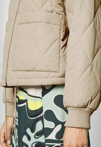 Monki - LOVIS JACKET - Bomberjacks - beige - 5
