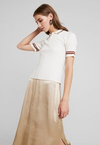 Monki - VALLE UNIQUE - Print T-shirt - off white - 0