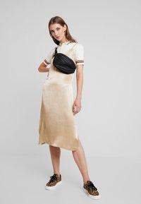 Monki - VALLE UNIQUE - Print T-shirt - off white - 1