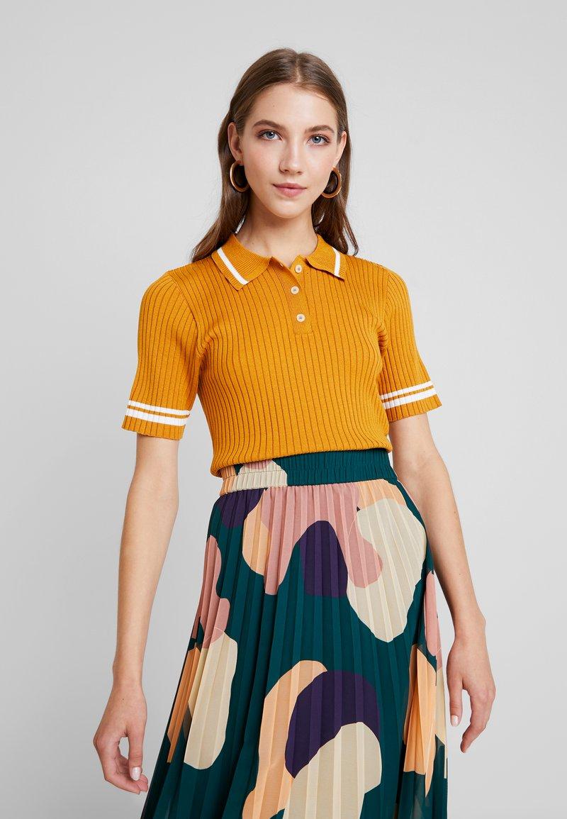 Monki - VALLE UNIQUE - Camiseta estampada - mustard