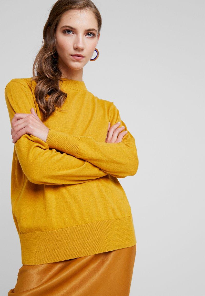 Monki - AMBIDEXTRA - Jumper - mustard