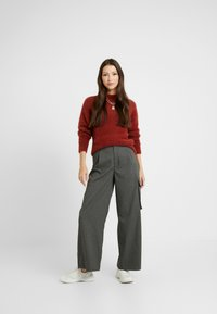 Monki - CHIBA - Stickad tröja - rost - 1