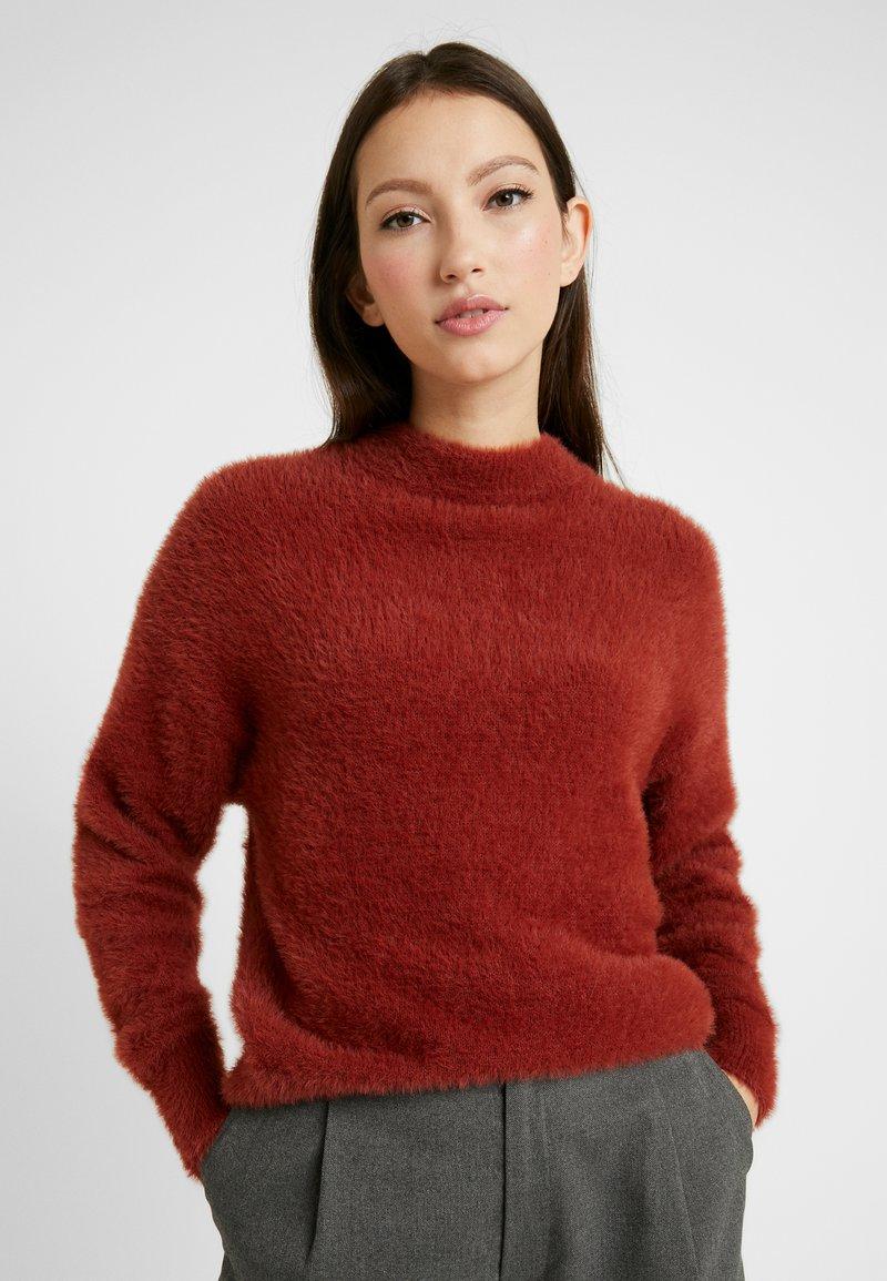 Monki - CHIBA - Stickad tröja - rost