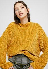 Monki - ELSA - Strikkegenser - mustard twisted yarn - 3