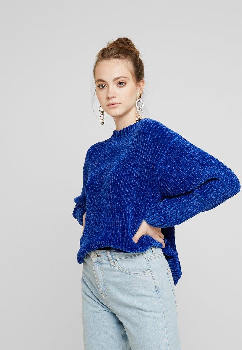 Monki - ELSA - Strikkegenser - blue