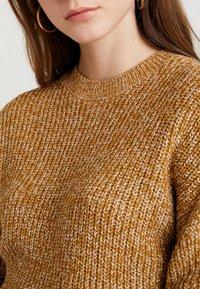 Monki - ABI - Strikkegenser - mustard twisted yarn - 4