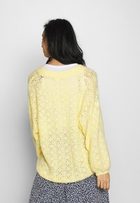 Monki - NALA CARDIGAN - Cardigan - yellow light - 2