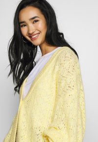 Monki - NALA CARDIGAN - Cardigan - yellow light - 4