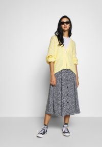 Monki - NALA CARDIGAN - Cardigan - yellow light - 1