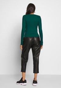 Monki - LILIANA - Maglietta a manica lunga - green - 2