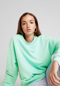 Monki - Collegepaita - green light - 4