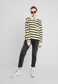 Monki - MIA - Sweatshirt - off-white/green - 1