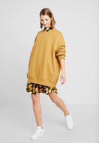 Monki - BEATA OVERSIZED - Sweatshirt - beige - 1