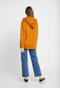 Monki - JOA HOODIE - Zip-up hoodie - camel - 2
