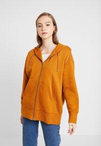 Monki - JOA HOODIE - Zip-up hoodie - camel - 0