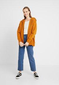 Monki - JOA HOODIE - Zip-up hoodie - camel - 1